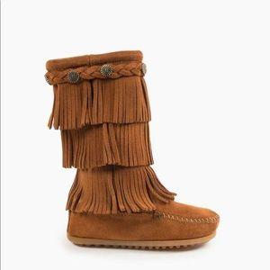 Minnetonka •  sz 1 & 4 • 3 layer fringe boot • EUC